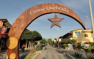 Canoa Quebrada e a Broadway cearense